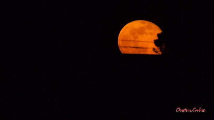 Super lune. Mercredi 8 avril 2020, 21h30mn22s. Cénac, Gironde, France.