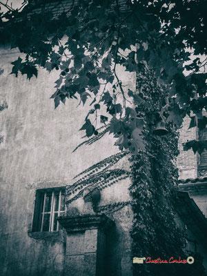 Cloche et entrée Est du Domaine de Malagar. Centre François Mauriac, Saint-Maixant. 28/09/2019 Reproduction interdite - Tous droits réservés © Christian Coulais
