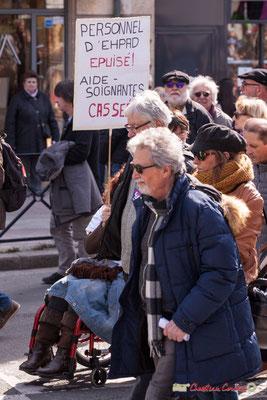 """14h54 """"Personnel d'EHPAD épuisé ! Aide-soignantes cassées !"""" Manifestation intersyndicale de la Fonction publique/cheminots/retraités/étudiants, place Gambetta, Bordeaux. 22/03/2018"""