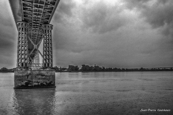 Pont routier Gustave Eiffel, Cubzac-les-ponts. Samedi 26 septembre 2020. Photographie HDR © Jean-Pierre Couthouis