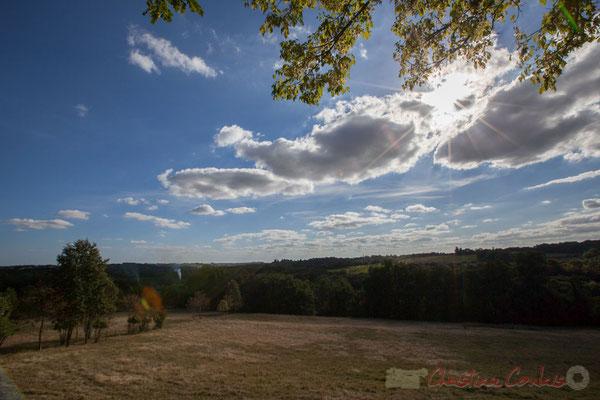 La distillerie (Saint-Genès-de-Lombaud) est à 23 m de hauteur, tandis que les plateaux environnants sont à 80/100 m...