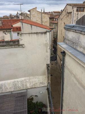 Vue depuis l'une des terrasses de la Fondation Vincent van Gogh, rue des Pénitents bleus, rue de la Liberté, Arles