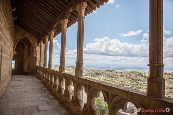 Vue panoramique depuis le chemin de ronde du Sanctuaire-Forteresse de Santa María de Ujué, Navarre /  Vista panorámica desde el sendero redondo del Santuario-Fortaleza de Santa María de Ujué, Navarra