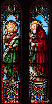 Détail vitral Saint-Pétrus, Saint-Mathurin, don de Monseigneur G. Vibert, 1877. Eglise Saint-André, Cénac. 11/05/2018