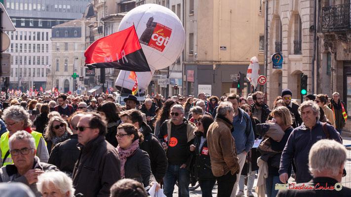 14h27 MIR Mouvement de la gauche révolutionnaire. Manifestation intersyndicale de la Fonction publique/cheminots/retraités/étudiants, place Gambetta, Bordeaux. 22/03/2018