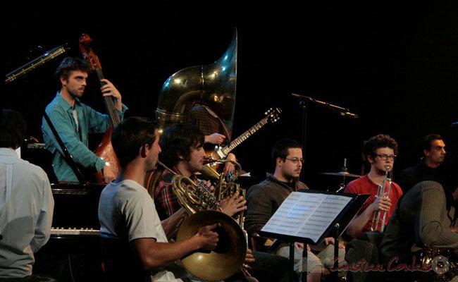 Damien Bachère joue du soubassophone. Big Band du Conservatoire Jacques Thibaud, section Musiques Actuelles Amplifiées-Jazz. Festival JAZZ360 2010, Cénac. 14/05/2010