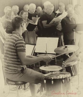 Hugo Raducanu accompagne à la batterie les Choraleurs, Carmen in Jazz, Quinsac