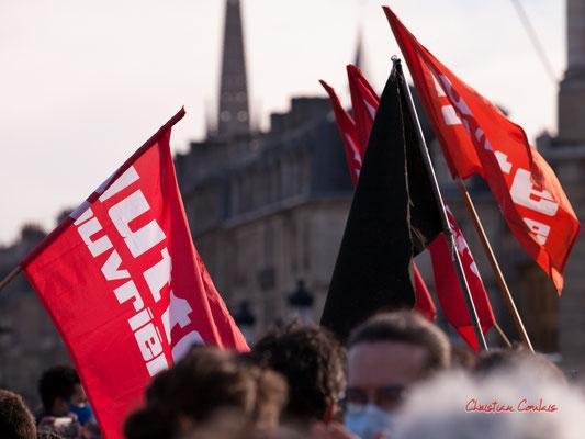 """""""Lutte ouvrière, Anarchie"""" Manifestation contre la loi Sécurité globale. Samedi 28 novembre 2020, place de la Bourse, Bordeaux. Photographie © Christian Coulais"""