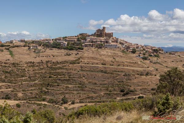 Village médiéval perché en nid d'aigle, Ujué (Uxue), Navarre, Espagne