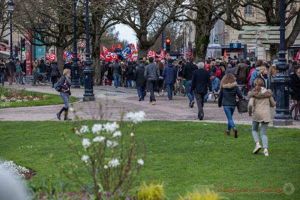 14h36, la manifestation va de la place Gambetta vers le cours Georges Clémenceau, Bordeaux