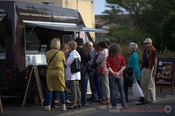 """Festival JAZZ360 2015, crèperie et """"food truck"""" sont là. Alllées des écoliers, Cénac, 12 juin 2015"""