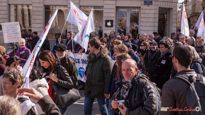 15h21 En tête du cortège la France insoumise. Manifestation intersyndicale de la Fonction publique/cheminots/retraités/étudiants, place de la Comédie, Bordeaux. 22/03/2018