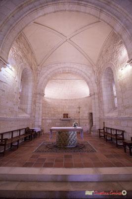 Autel et abside en cul de four, voute ogivale de la travée droite du chœur. Eglise Saint-André, Cénac. 28/04/2018