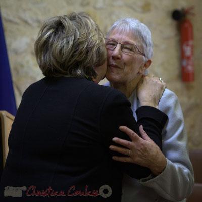 Bises affectueuses...Françoise Cartron, Sénatrice et Suzette Grel, Chevalière de l'Ordre national du Mérite, ce 7 février 2015 à Le Pout