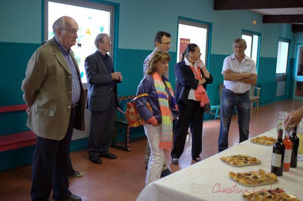 à droite, Richard Raducanu, élu responsable du Festival JAZZ360 2012, remercie partenaires et bénévoles.  Cénac, samedi 9 juin 2012