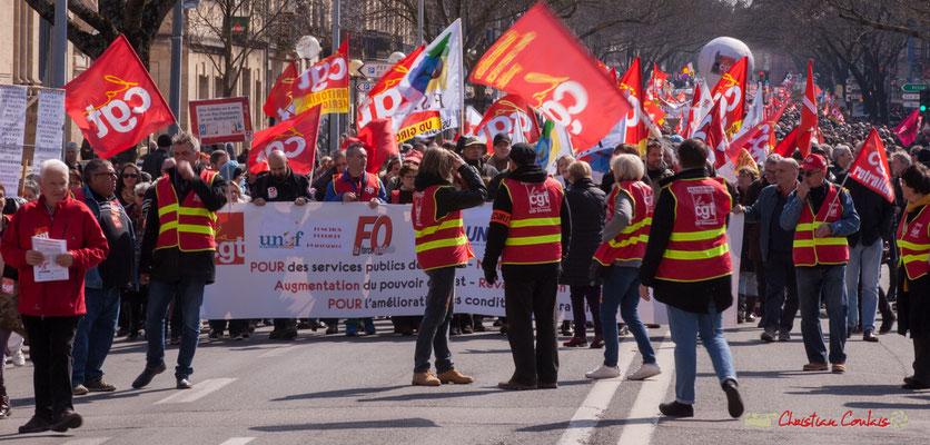14h02 Arrêt devant le rectorat. Manifestation intersyndicale de la Fonction publique/cheminots/retraités/étudiants, cours d'Albert, Bordeaux. 22/03/2018