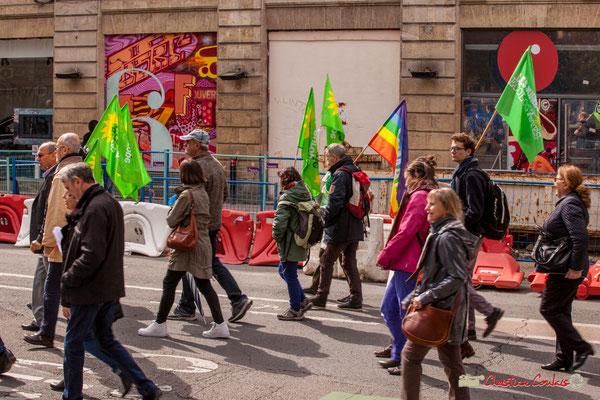 """11h02 Europe Ecologie les Verts. """"Jeunes écologistes"""" Mouvement pour la paix. Place Gambetta, Bordeaux. 01/05/2018"""