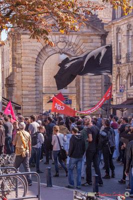 """""""Noir c'est noir"""" Manifestation intersyndicale de la Fonction publique, place Gambetta, Bordeaux. 10/10/2017"""