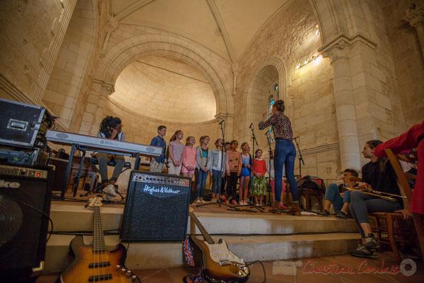 La Chorale jazz du TAP de l'école de Cénac, dirigée par Caroline Turtaut. Eglise Saint-André de Cénac