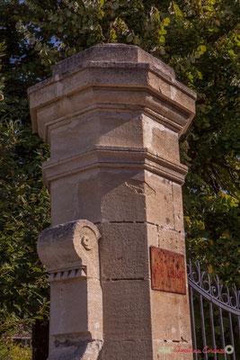 Détail du pilier du portail du domaine Raffy. Avenue de Bordeaux, Cénac, Gironde. 16/10/2017