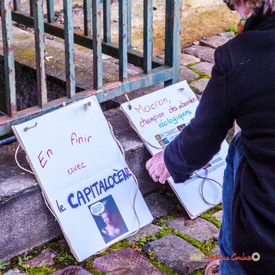 """""""Macron champion des abandons écologiques"""" Manifestation nationale des gilets jaunes. Place de la République, Bordeaux. Samedi 17 novembre 2018"""