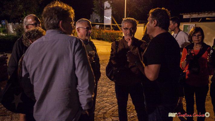 Philippe Cauvin, Irène Piarou, Dom Imonk, Philippe Desmond écoutent Louis Sclavis. Après concert de Louis Sclavis Quartet; Festival JAZZ360 2018, Cénac. 08/06/2018