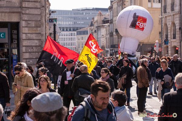 14h28 MIR Mouvement de la gauche révolutionnaire; CGT Fédérations des cheminots. Manifestation intersyndicale de la Fonction publique/cheminots/retraités/étudiants, place Gambetta, Bordeaux. 22/03/2018