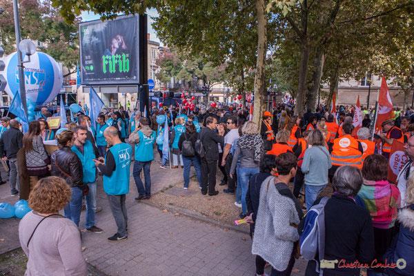 """""""Bleu, rouge, orange, choisi ta couleur camarade !"""" Manifestation intersyndicale de la Fonction publique, place de la République, Bordeaux. 10/10/2017"""