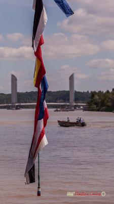 Oriflammes du Krusenstern sur fond de pont Jacques Chaban-Delmas. Bordeaux fête le fleuve. 22/06/2019 Reproduction interdite - Tous droits réservés © Christian Coulais