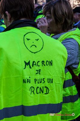 """""""Macron, je n'ai plus un rond"""" Manifestation nationale des gilets jaunes. Place de la République, Bordeaux. Samedi 17 novembre 2018"""