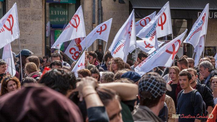 La France Insoumise en fin de cortège arrive en nombre. Manifestation contre la réforme du code du travail. Place Gambetta, Bordeaux, 12/09/2017