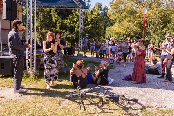 Pause musicale à la gare de Sadirac avec Timo Pheievna. Ouvre la voix, dimanche 5 septembre 2021. Photographie © Christian Coulais