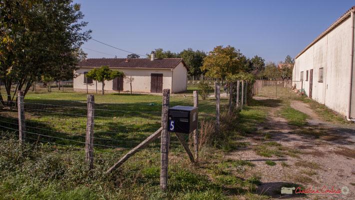 4 Habitat des années 1970, côté ouest. Allée du Cloutet, Cénac, Gironde. 16/10/2017
