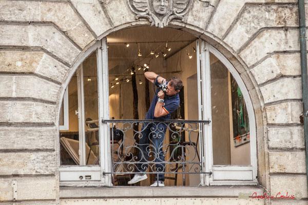 """""""L'homme qui prend la photo de l'homme qui prend la photo"""" Manifestation contre la réforme du code du travail. Place Gambetta, Bordeaux, 12/09/2017"""