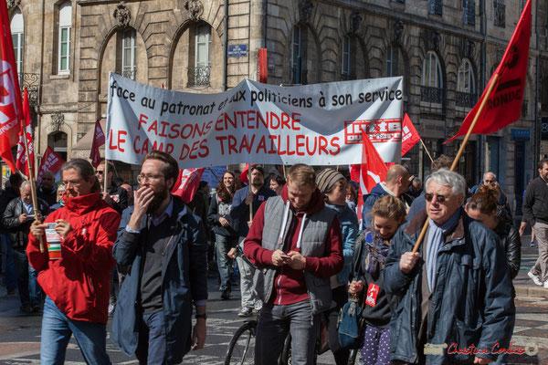 """""""Face au patronat et aux politiciens faisons entendre le camps des travailleurs, Lutte Ouvrière"""" Manifestation du 1er mai 2017, avec la France Insoumise, place Gambetta, Bordeaux"""