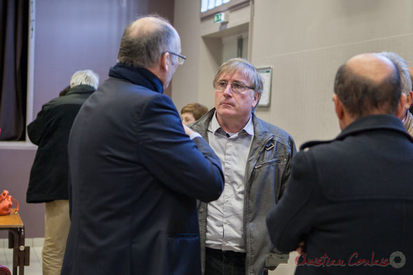 Au centre, Jean-Pierre Seurin, Maire de Cursan