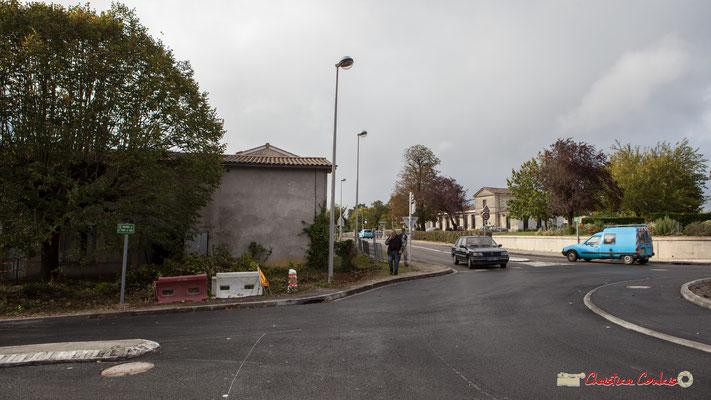 Avenue de Bordeaux et au fond Mairie-Ecole de Cénac. 11/10/2012