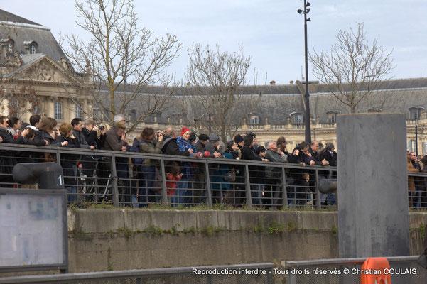 Les spectateurs sont face au Belem. Depuis la gabare les Deux Frères, Bordeaux, samedi 16 mars 2015