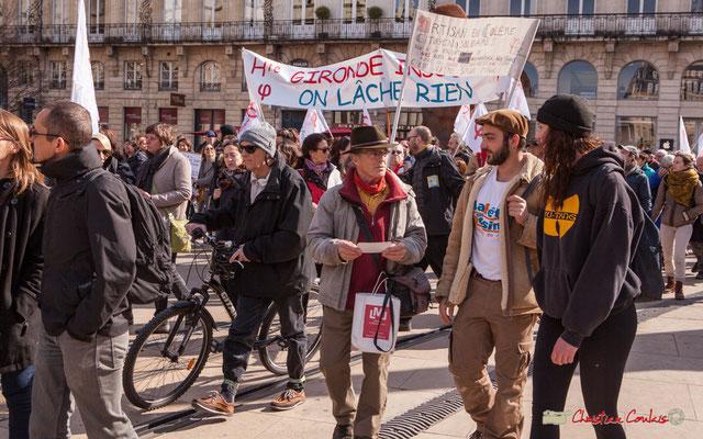 """15h22 """"On lâche rien"""" Manifestation intersyndicale de la Fonction publique/cheminots/retraités/étudiants, place de la Comédie, Bordeaux. 22/03/2018"""