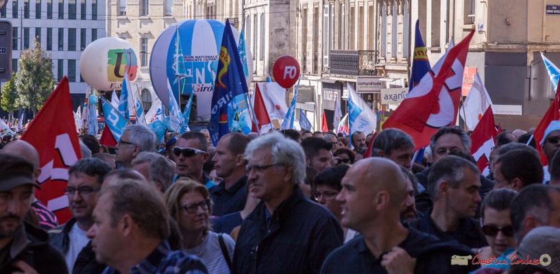 12h40 D'autres syndicats arrivent encore. Manifestation intersyndicale de la Fonction publique, place Gambetta, Bordeaux. 10/10/2017