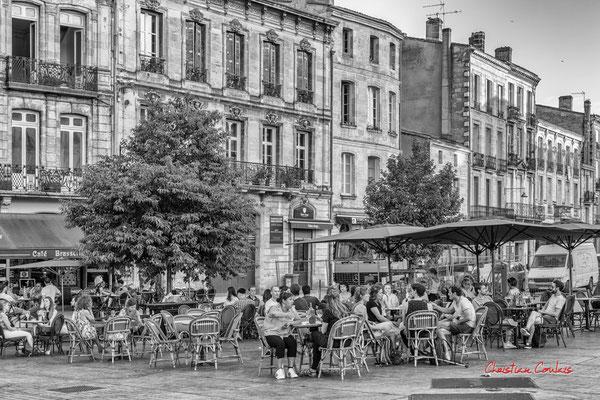 """""""Soir dété déconfiné, fini le bal masqué"""" Quartier Saint-Michel, Bordeaux. Mercredi 24 juin 2020. Photographie © Christian Coulais"""
