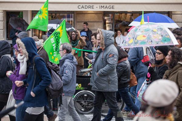 14h51, bien vu le triporteur d'Europe Ecologie les Verts, ça tambourine...(à faire pleuvoir ?)