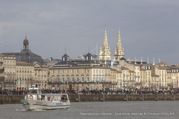 Quai Louis XVIII, Bourse maritime, clochers de l'église Notre-Dame. Gabare les Deux Frères, Bordeaux, samedi 16 mars 2015