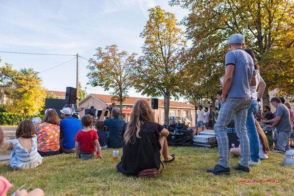 Pause musicale à la station vélo de Créon avec Axelle and the mec(s). Ouvre la voix, samedi 4 septembre 2021. Photographie © Christian Coulais