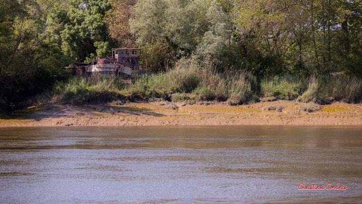 """""""A babord du pont, ancien chantier fluvial"""" La Garonne à Langoiran. Samedi 24 avril 2021. Photographie © Christian Coulais"""