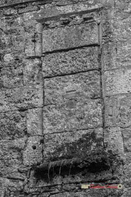 """""""Mur comblé"""" Maison-forte de Tardes. Cité médiévale de Saint-Macaire. 28/09/2019. Photographie © Christian Coulais"""