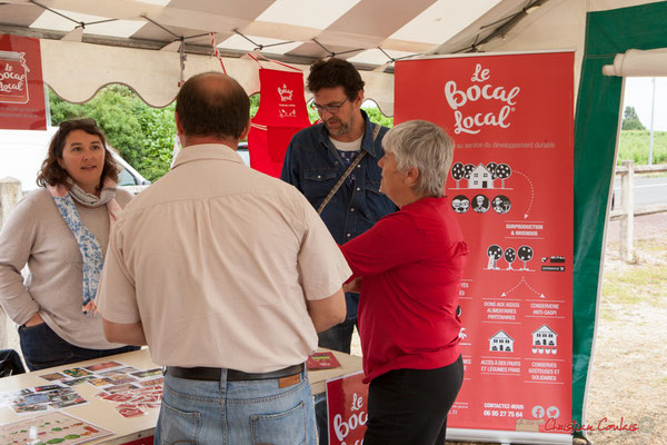 Imaginons et Recyclons. Stand du Bocal local, en présence d'Huguette Fossat, adjointe au maire. Haux, 4 juin 2017