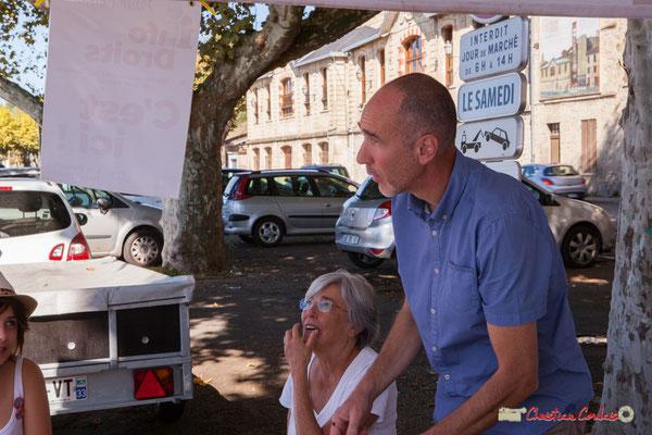Loïc Prud'homme, député de la Gironde. Caravane rurale du groupe d'action de la France Insoumise, l'Estaca. Marché de la Réole, samedi 8 septembre 2018