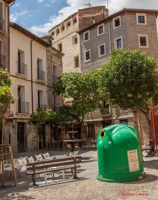 Tri du verre; du consommateur au conteneur de tri. Plaza San Jaime, Tudela, Navarra