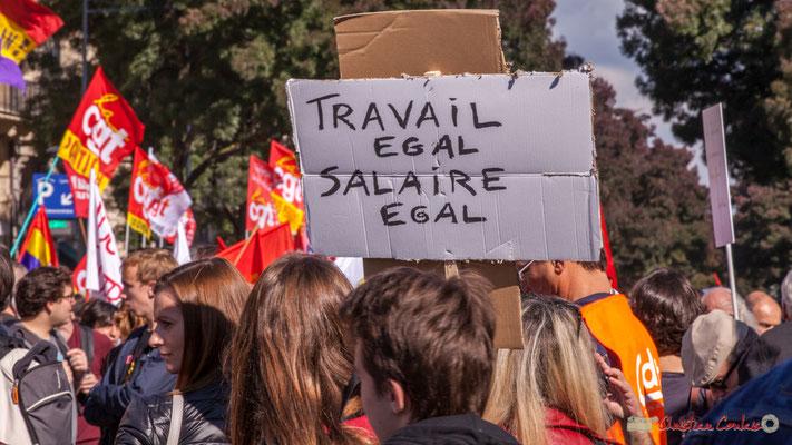 """13h09 """"Travail égal, salaire égal"""" Manifestation intersyndicale de la Fonction publique, place Gambetta, Bordeaux. 10/10/2017"""